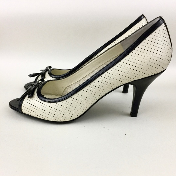 ef58b678c7fc Bandolino Open Toe Pumps Cream Black Size 7M NWT